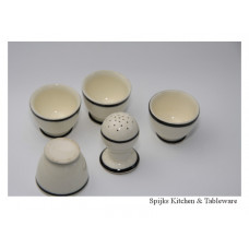 4 Eiderdopjes met zout strooier beige aardewerk met zwart randje